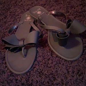 Matte black bow flip flops